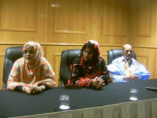 كواليس مؤتمر حلمة نواكشوط : وزير يرفض الجلوس بين زميلتيه وزميلتهما تنسحب من المنصة (صور)